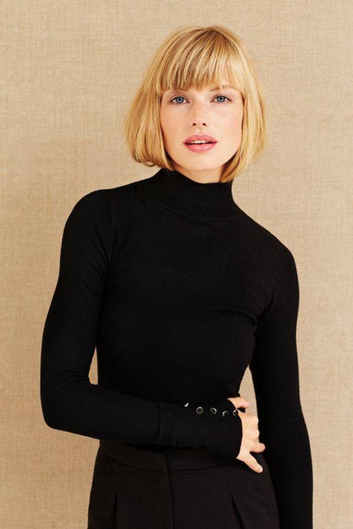 Medium-length straight blonde bangs hairstyles