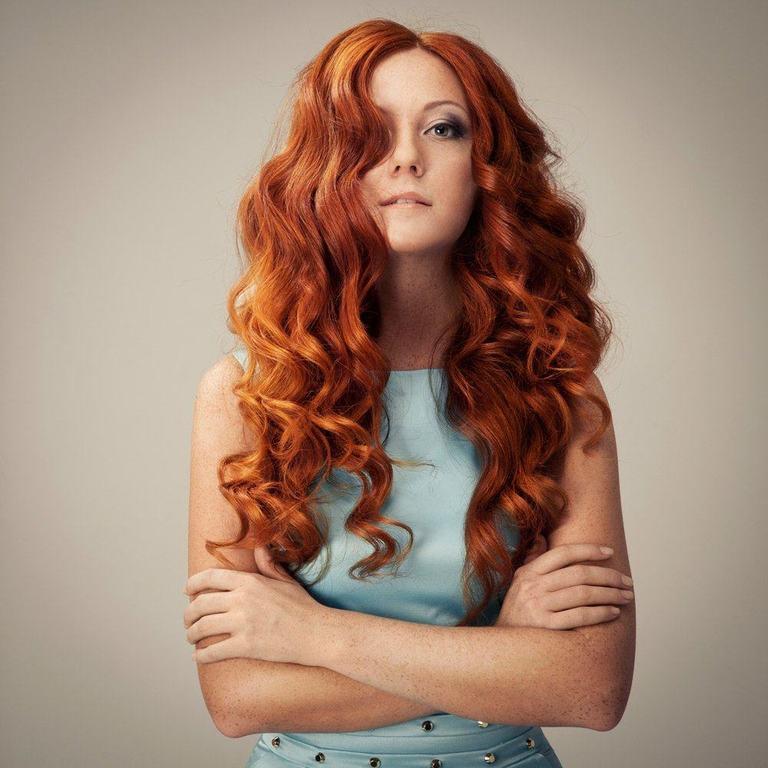 Un look impactante con peinados pelo suelto Galería de cortes de pelo Consejos - Peinados con pelo suelto rizado, ondulado y liso 2020 ...
