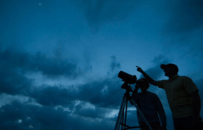 Observación con telescopio reflector