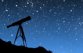 Observación con telescopio refractor