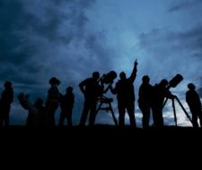 Observación del cielo de noche