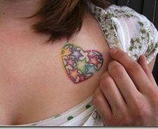 Tatuaje de corazón colorido