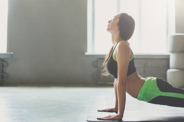 catalogo-tezenis-fitness-chica-haciendo-deporte