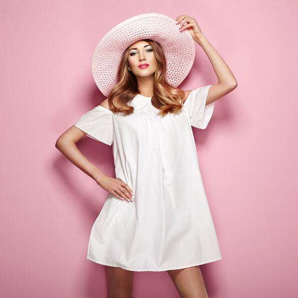 catalogo-tezenis-rubia-sombrero-vestido-blanco