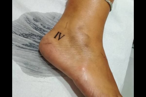 the-best-tattoos-small-women-numbers-romans