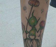 Tatuaje de alienígena en su planeta