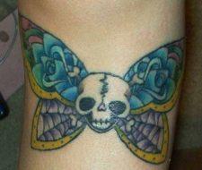 Tatuaje de calavera mariposa