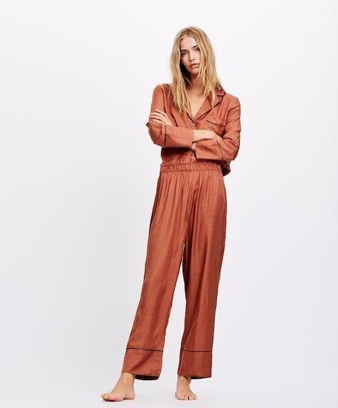 oysho-pijamas-pipping-terracota