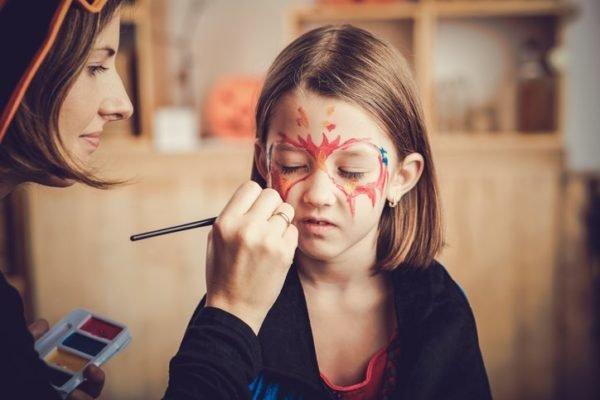 Pintura para cara cuerpo colores y fotos maquillando a una nina