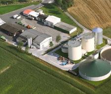 Biogás generado a partir de desechos agrícolas y residuos orgánicos no comestibles.