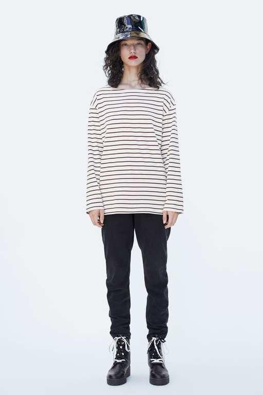 zara-camisetas-basica-de-rayas-oversize-marron-crudo