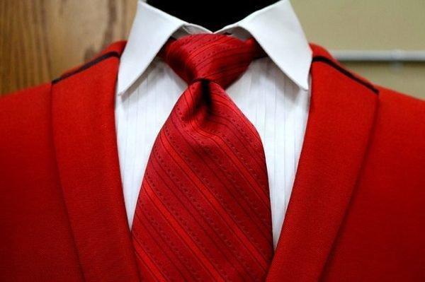 combinaciones-burdeos-traje-corbata