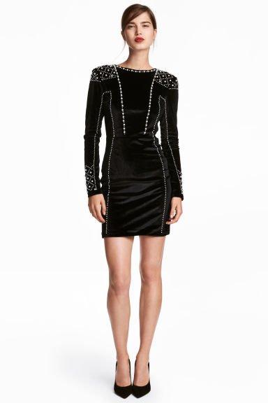 Combinar vestido negro corto de noche