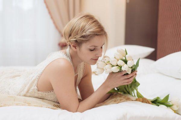 Peinados de novia media melena con trenzas