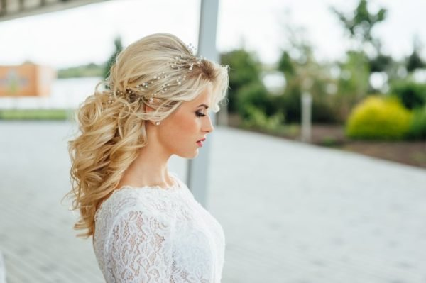 Peinados para novia con pelo rizado