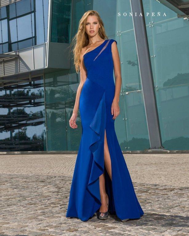Veamos más propuestas de la moda de Sonia Peña en vestidos de madrina para  bodas 22748f28d9b6