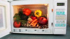 ¿Cocinar con microondas destruye los nutrientes?