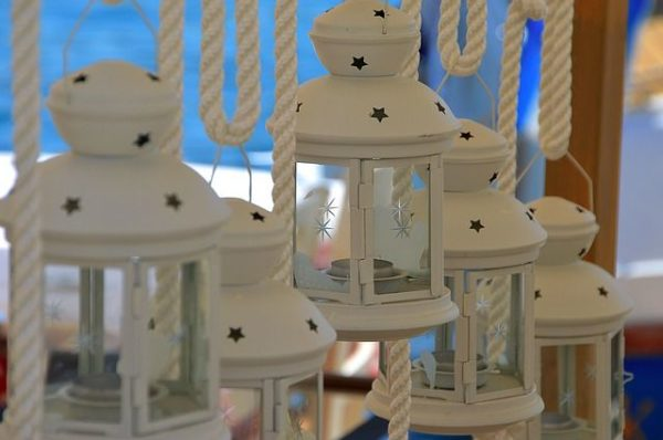 celebrar-boda-en-el-jardin-candelabro