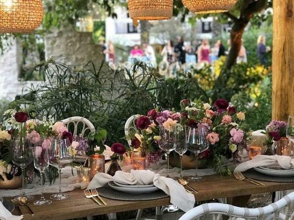 celebrar-boda-en-el-jardin-mesa