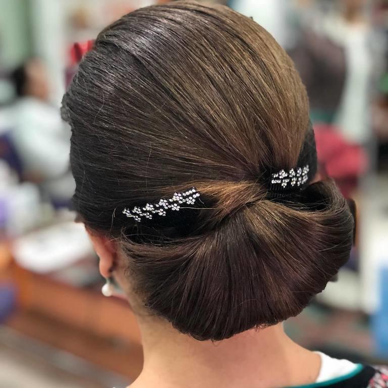 Sensacional peinados moño bajo Imagen de tutoriales de color de pelo - Los mejores peinados con moño 2020 - Tendenzias.com