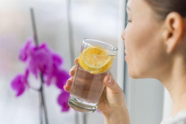 trucos-para-beber-mas-agua-5-istock