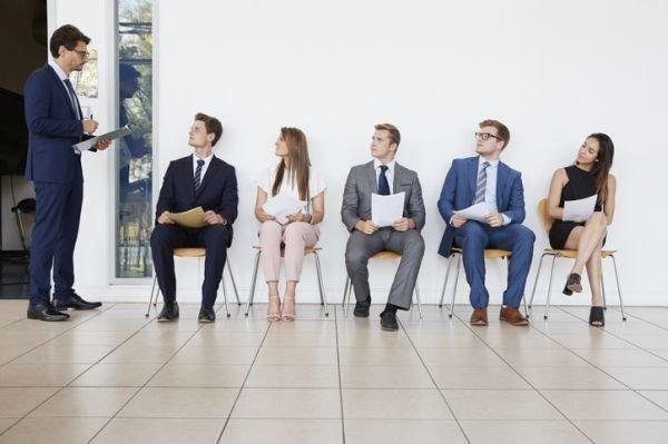 como-vestir-para-una-entrevista-de-tabajo-istock