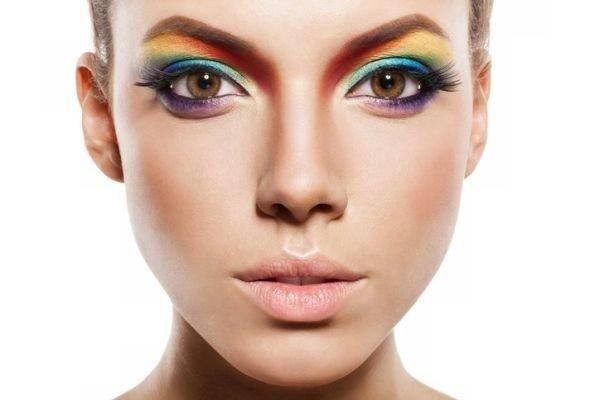 maquillajes-para-un-festival-arco-iris-istock