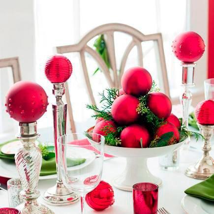 decorar-mesa-en-navidad-candelabros-de-bolas-trucosyastucias