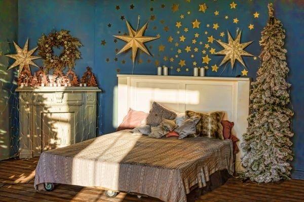 manualidades-para-decorar-tu-cuarto-en-navidad-estrellas-navidad-azul-istock