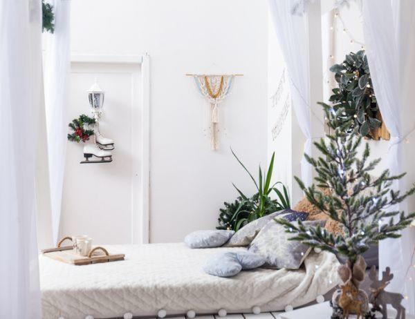 manualidades-para-decorar-tu-cuarto-en-navidad-istock