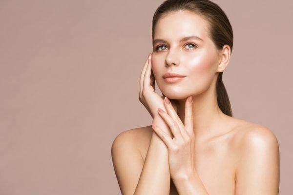 bruma-facial-beneficios-mejores-productos-mujer-istock