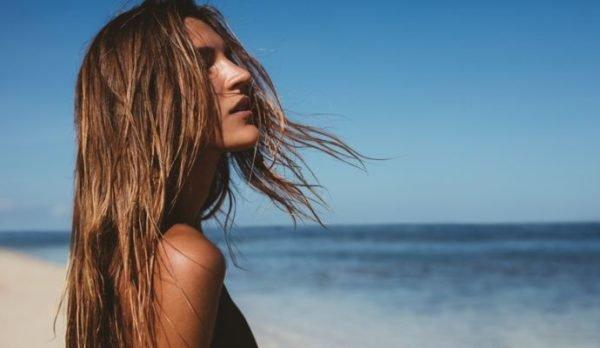 bruma-facial-beneficios-mejores-productos-mujer-mar-istock