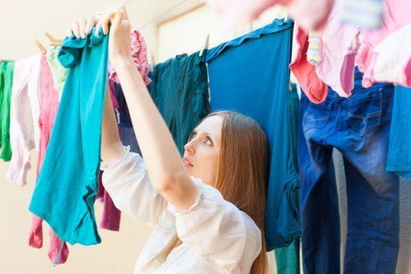 como-hacer-que-tu-ropa-dure-mas-tiempo-secar-istock