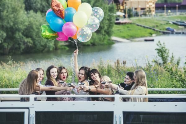 ideas-para-despedida-de-soltera-globos-istock