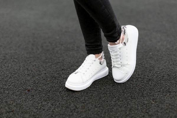 como-limpiar-zapatillas-blancas-de-piel-sin-danarlas-istock