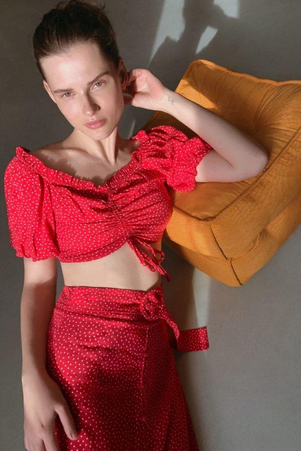 catalogo-zara-mujer-falda-lunares-roja