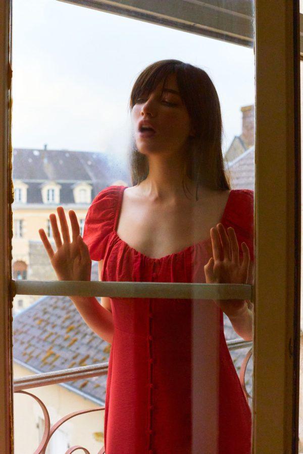 catalogo-zara-mujer-vestido-midi-con-botones-rojo