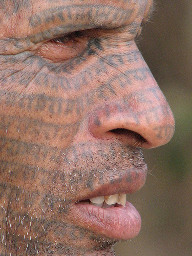 Tatoo on face por Akhilesh Bharos.