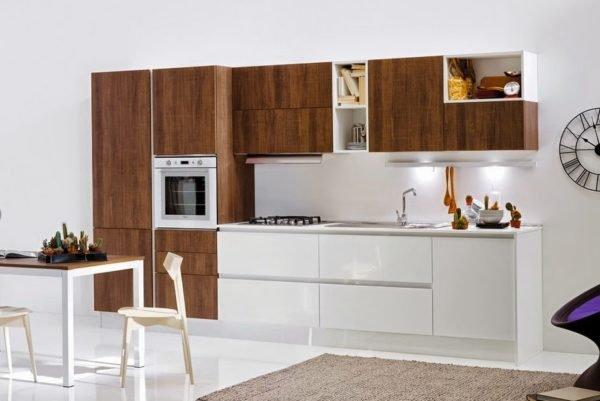 50-ideas-combinar-los-colores-la-cocina-modelo-pedini-marron-oscuro-blanco-brillante