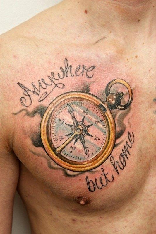 Tatuaje inspirado en la rosa de los vientos