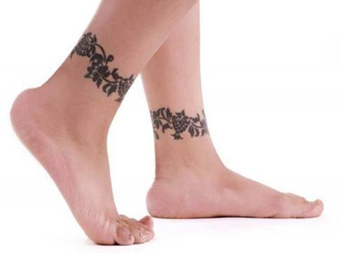 Black-Ankle-Tattoos-for-Fashionable-Female-520x381