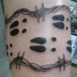 Deer-Tracks-and-Barbed-wire-tattoo-112686