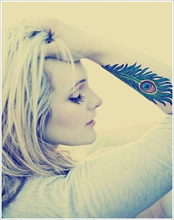 Foto tatuaje plumas azul