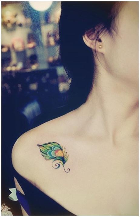 Foto tatuajes pluma hombro