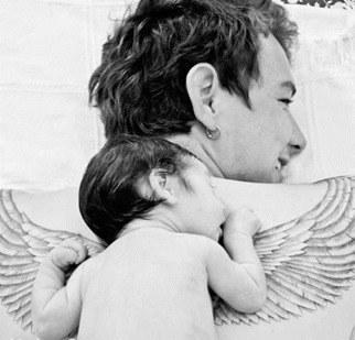 Padre tatuado con su bebé