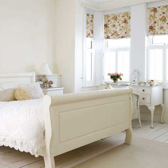 Small-white-bedroom