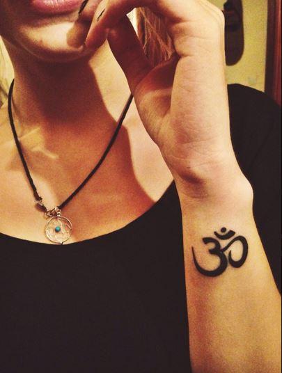 Resultado de imagen para tatuaje om