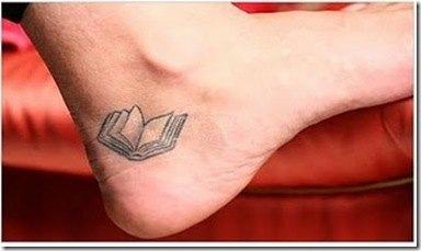 Tatuaje simple de libro
