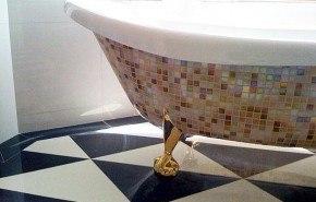 Decora tu bañera con un mosaico