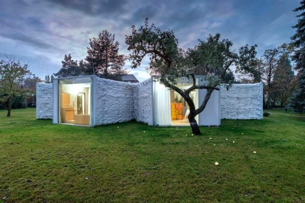 casa-ecologica-con-una-fachada-en-forma-camaleon